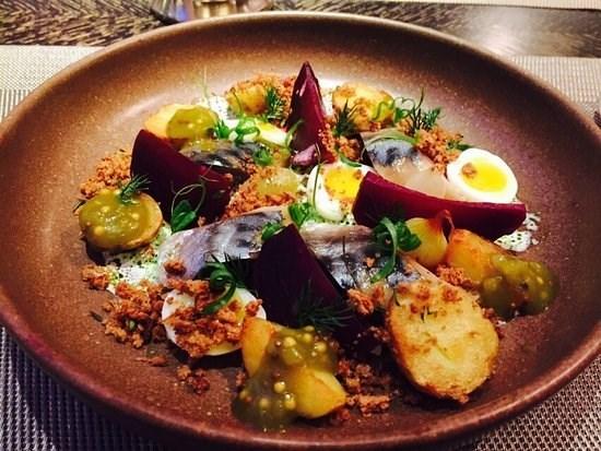 Салат из скумбрии со свеклой