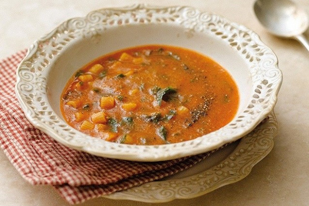 Свежий томатный суп с пастой