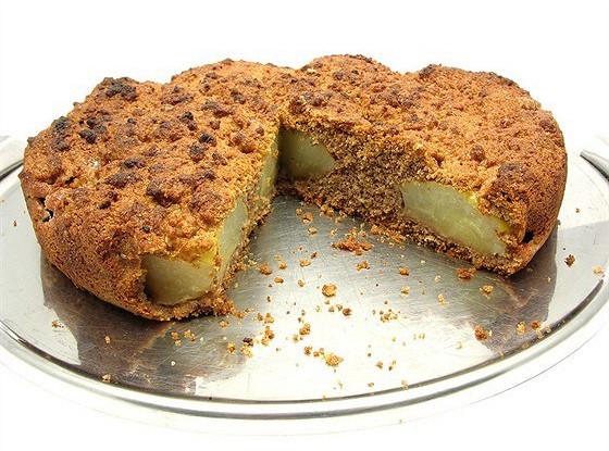 Жареный грушевый пирог с фундуком