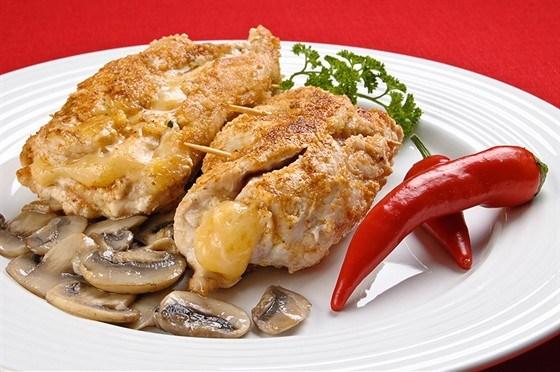 Котлеты куриные, фаршированные куриной кнелью и грибами