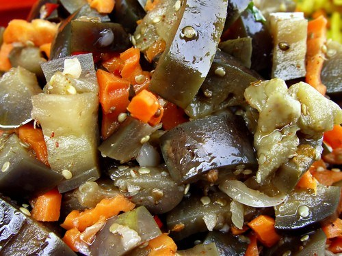 Салат из баклажанов с перцем и тмином
