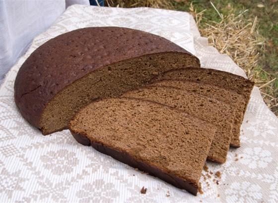 Темный ржано-пшеничный хлеб