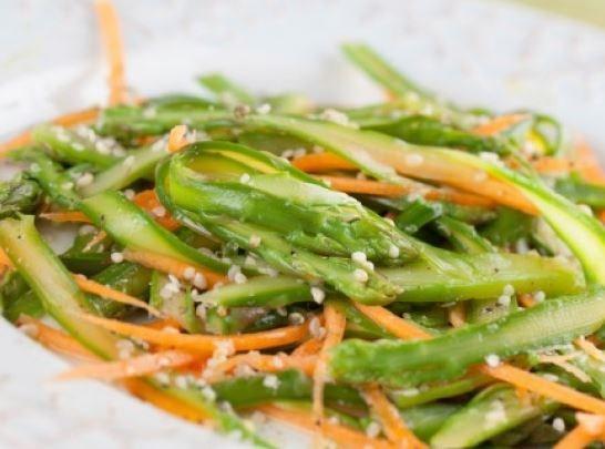Острый овощной салат со спаржей и дайконом