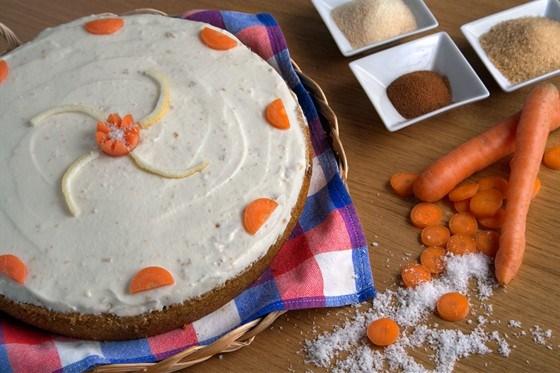 Морковный пирог с сахарной глазурью