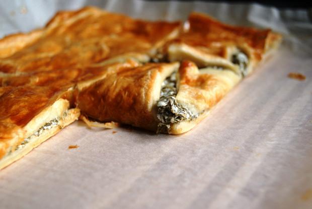 Пирог со щавелем и козьим сыром