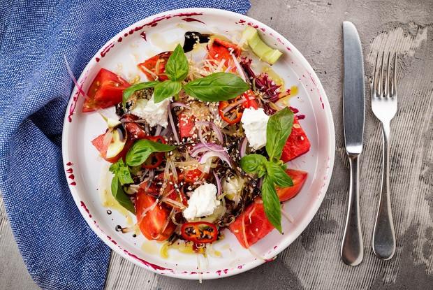 Салат арбуз с брынзой