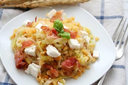 Салат из чечевицы  с луком