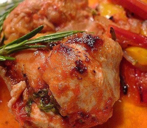 Тушеная курица с фасолью