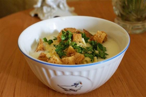 Крем-суп из цветной капусты с сыром и сухариками