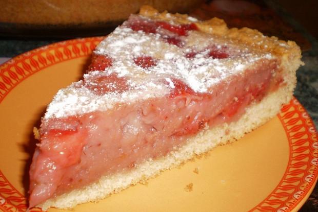 Сметанный клубничный пирог