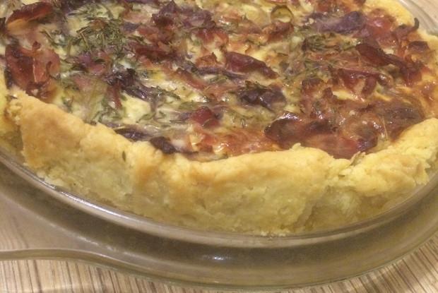 Эльзасский пирог с луком и беконом