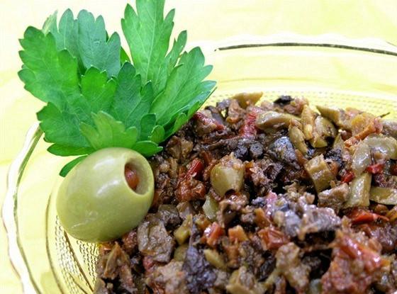 Тапенад из оливок, маслин и перцев чили