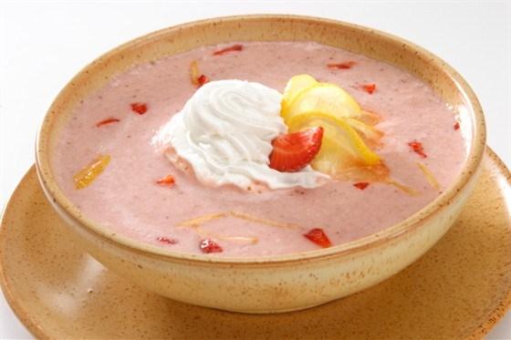 Ягодный суп с ванильным мороженым