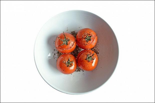Печеные помидоры с прованскими травами