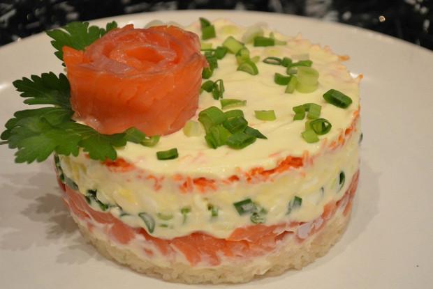 Салат с картофелем и рыбой