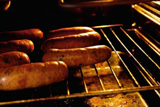 Колбаски с паприкой и вялеными помидорами