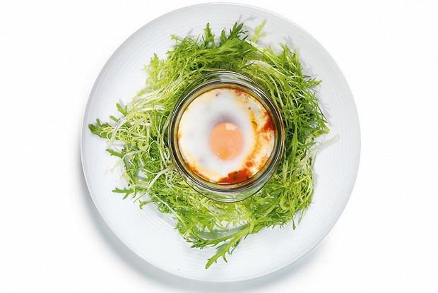 Томатная запеканка с яйцами и луком