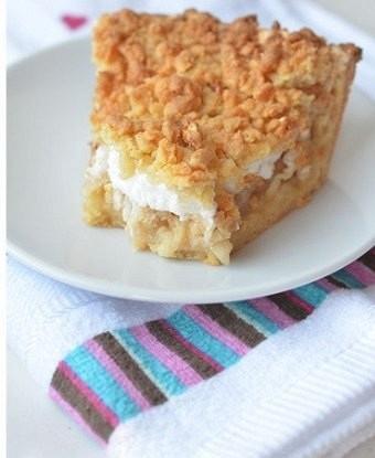 Пирог с яблоками и белковым кремом