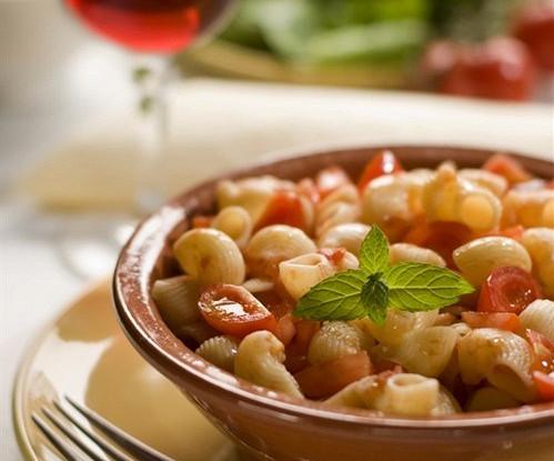 Салат-паста с ветчиной и овечьим сыром