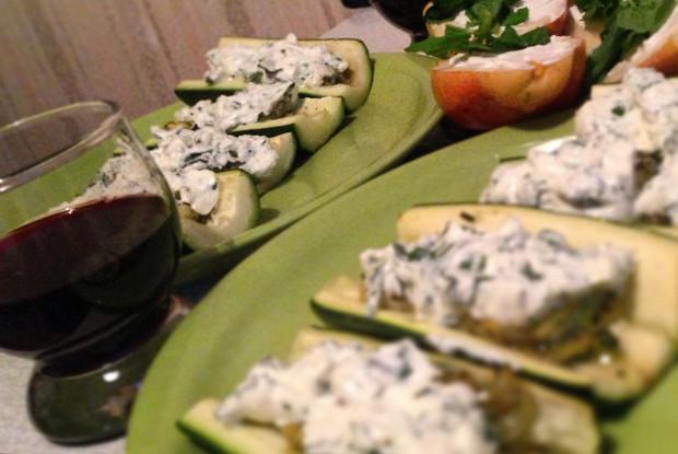 Цукини, фаршированные козьим сыром и мятой