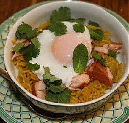 Кедгери (копченая семга с рисом, луком и яйцом)