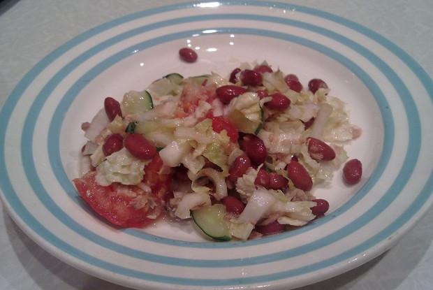 Салат из тунца с красной фасолью и овощами