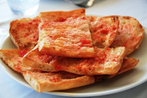 Хлеб с помидорами от Арама Мнацаканова (Pan con tomate)
