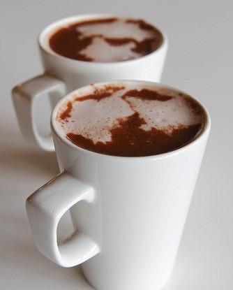 Горячее ванильное молоко со взбитыми сливками