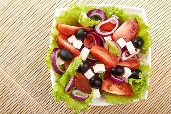 Греческий салат с оливковым маслом