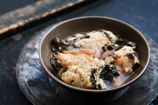 Хлебный суп (Panade) с грибами, мангольдом и луком