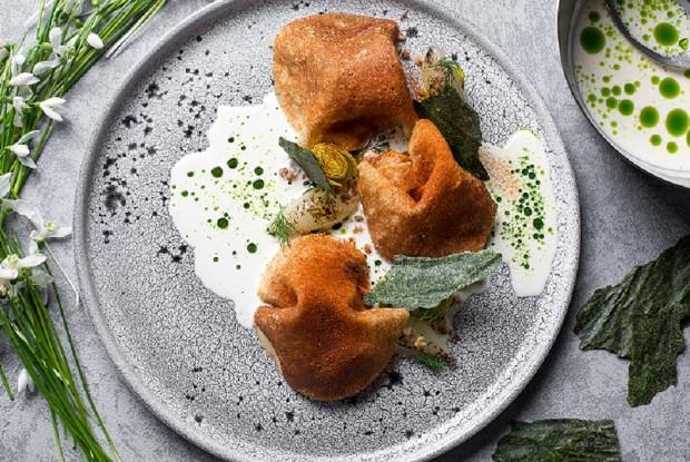 Гречишные блины с рагу из белых грибов и укропным маслом
