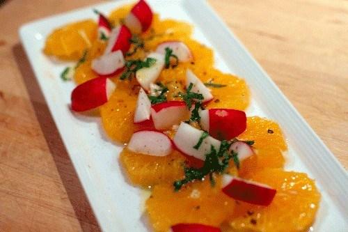 Салат из редиски с апельсином