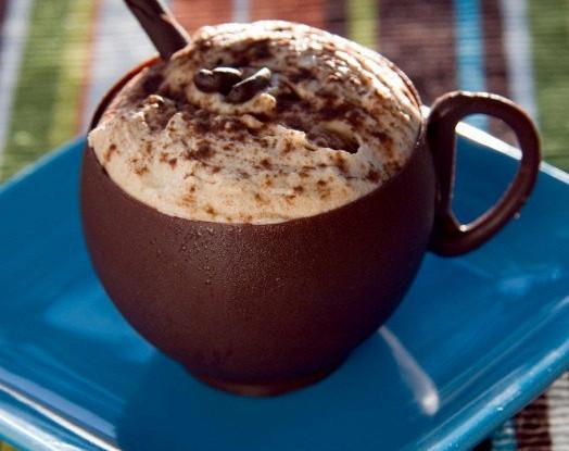 Шоколадный пудинг с кофейными сливками