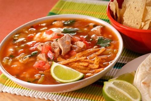 Суп из индейки с овощами и кукурузными чипсами