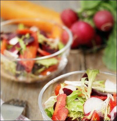 Салат из сырых корнеплодов с горчичной заправкой