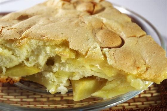 Пирог на скорую руку со сгущенным молоком