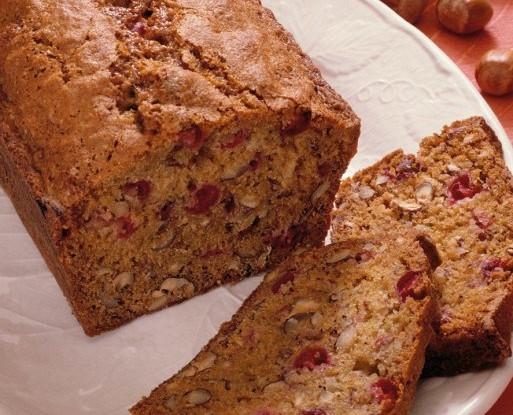 Тыквенный хлеб с сушеной клюквой, орехами пекан и белым шоколадом