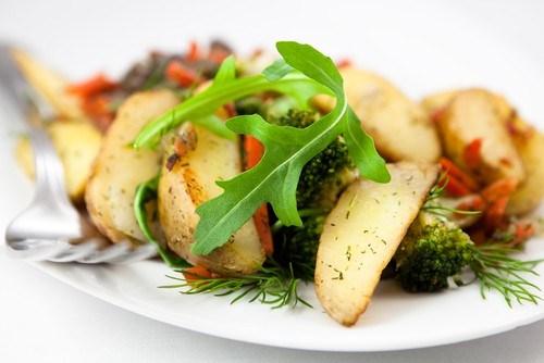 Картофельный салат на гриле со шнитт-луком