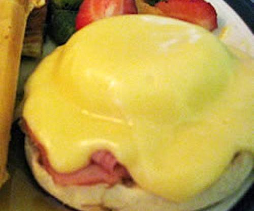 Бенедиктинские яйца с двойным сыром