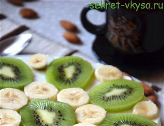 Пирог с киви и бананами