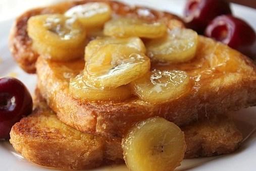 Тосты с бананово-карамельным соусом