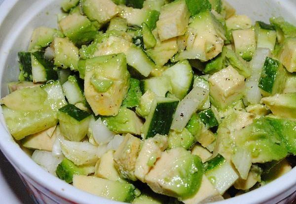 Табуле из авокадо и огурца