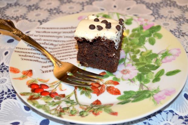 Брауни с какао, орешками и маскарпоне
