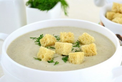 Суп-крем из опят на курином бульоне