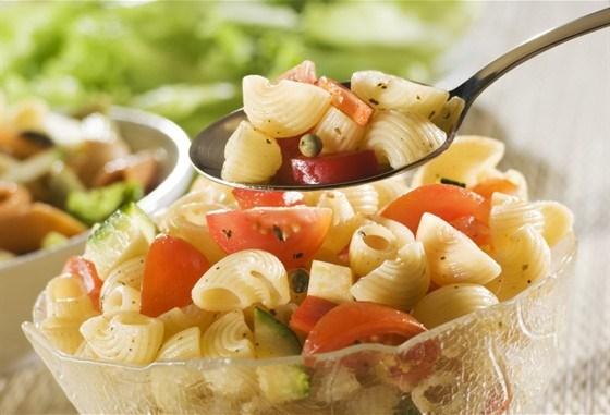 Летний салат с макаронами