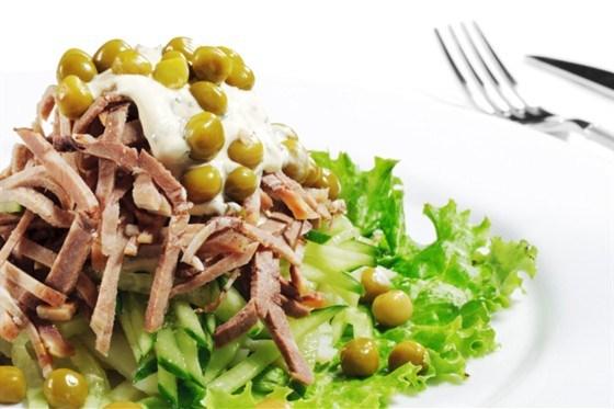 Салат с копченым окороком
