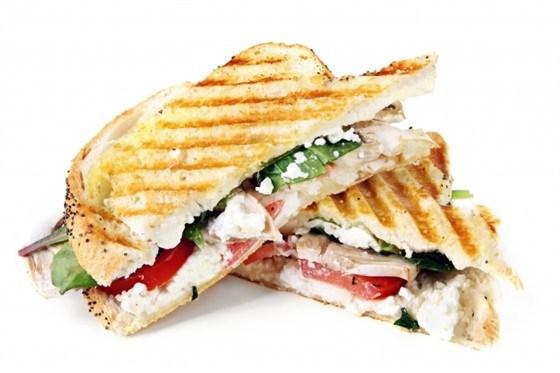 Сэндвич с козьим сыром и шпинатом