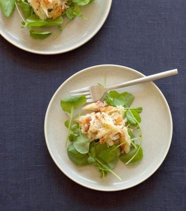Салат с авокадо, грушей и крабовыми палочками