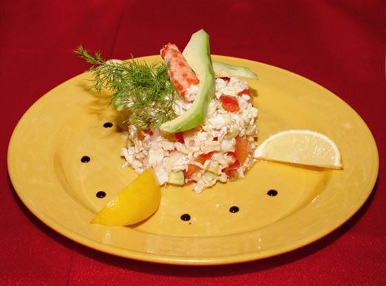 Летний салат из крабовых палочек