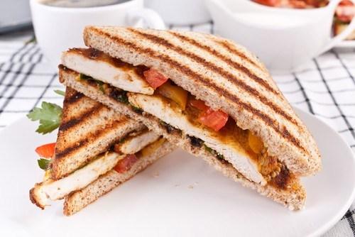 Куриные сэндвичи с курицей гриль и соусом барбекю